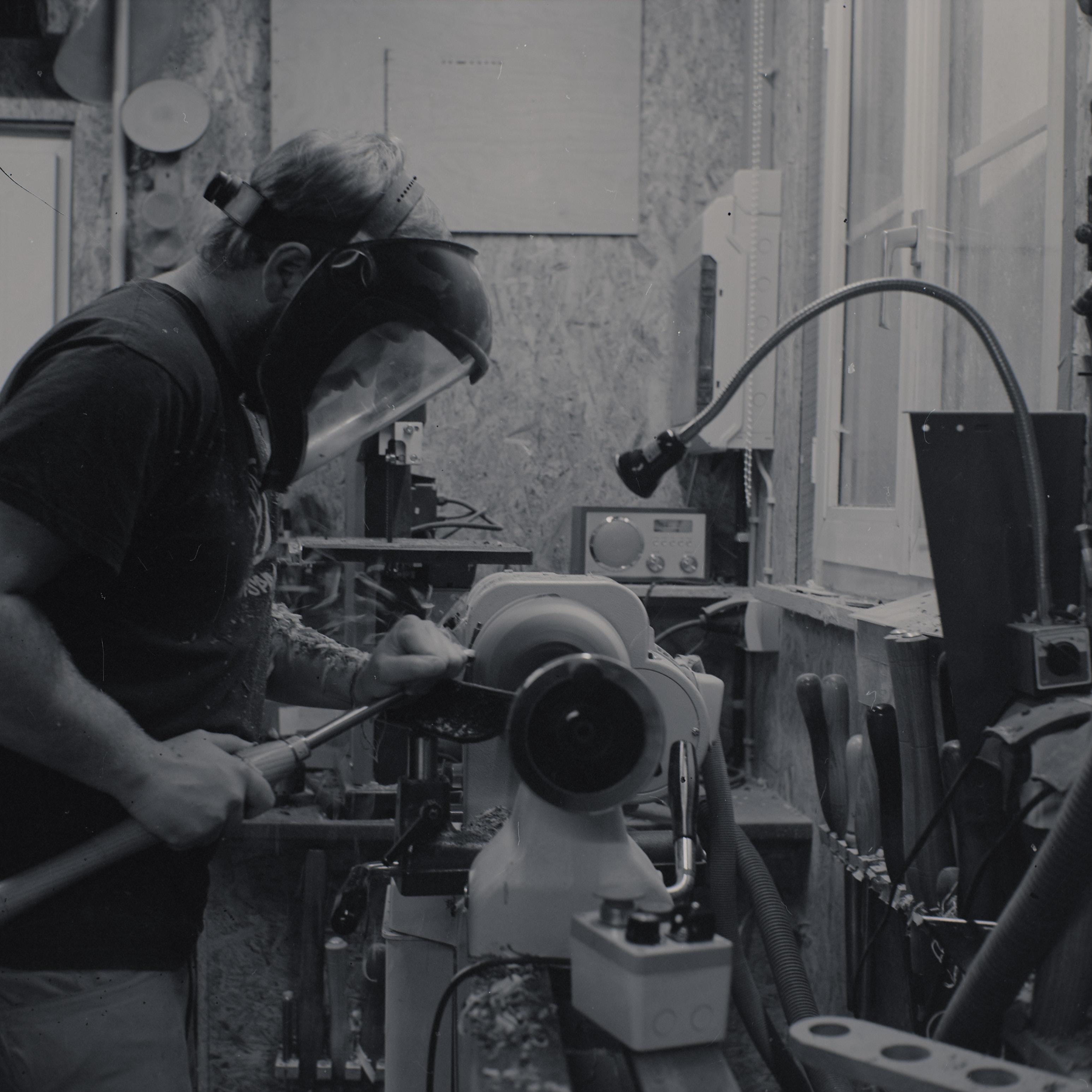 Andi beim Drechseln - Fotos von Jesper Hilbig aufgenommen mit einer Analogkamera